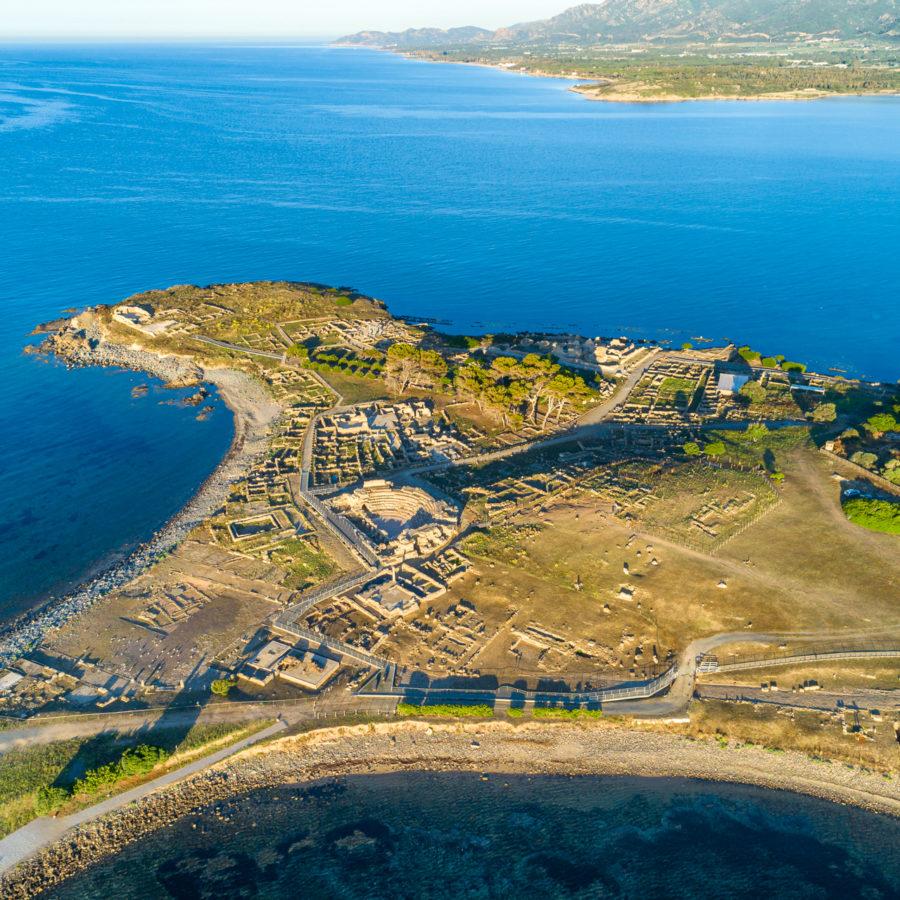 Pula, sitio arqueológico de Nora, vista aérea. Foto de Alessandro Addis.